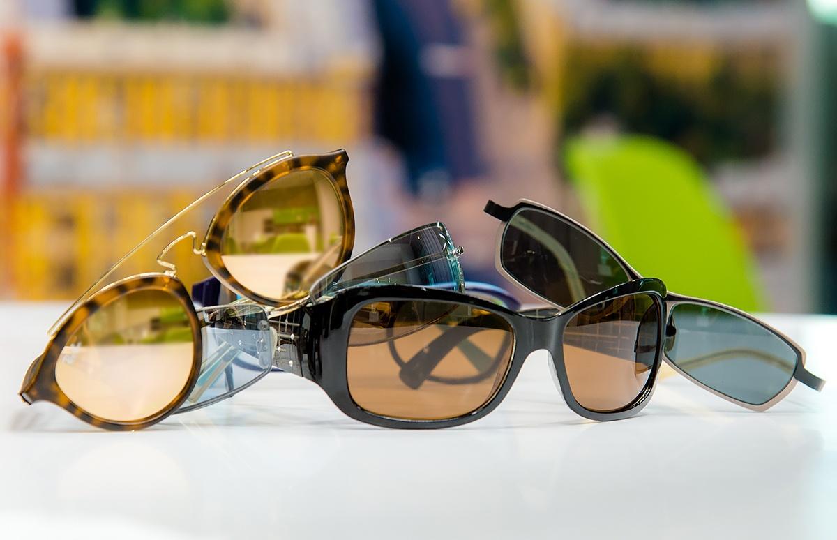 Определяем идеальный размер солнцезащитных очков самостоятельно