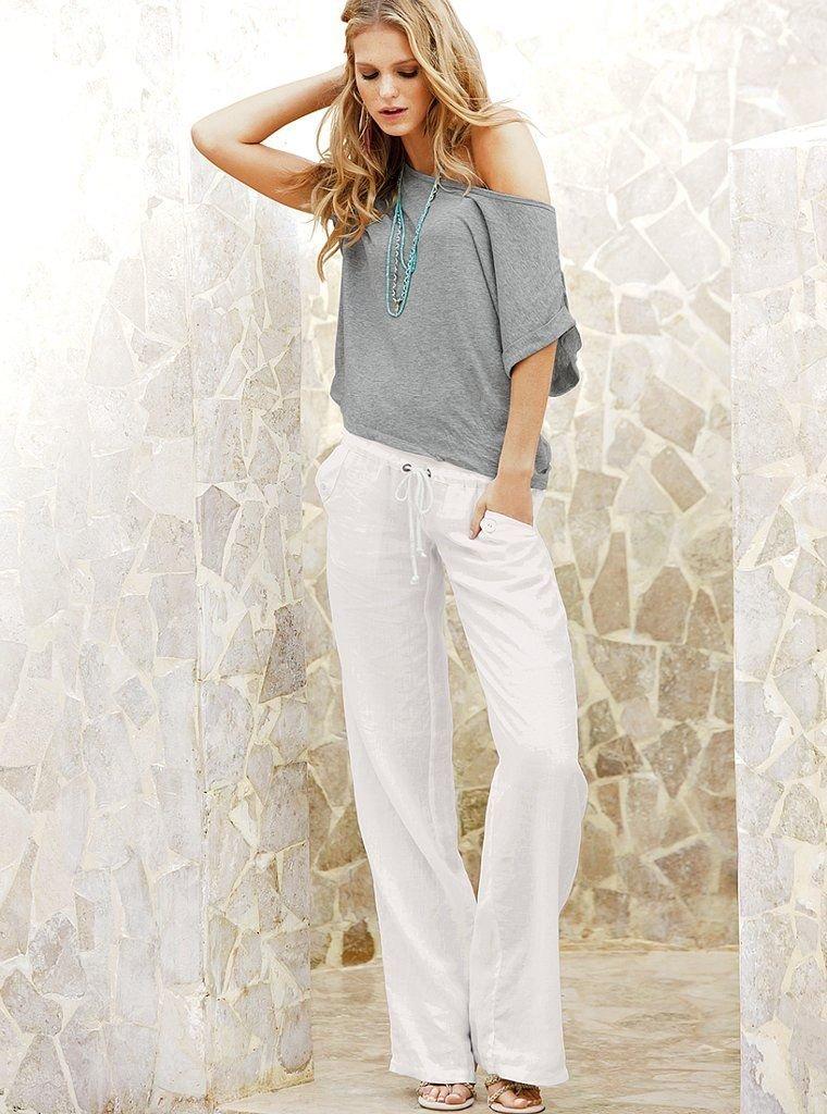 Почему белые брюки – это лучшая покупка в летний гардероб