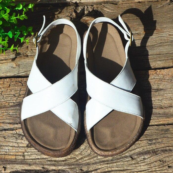Костюм и сандалии: неожиданный летний тренд
