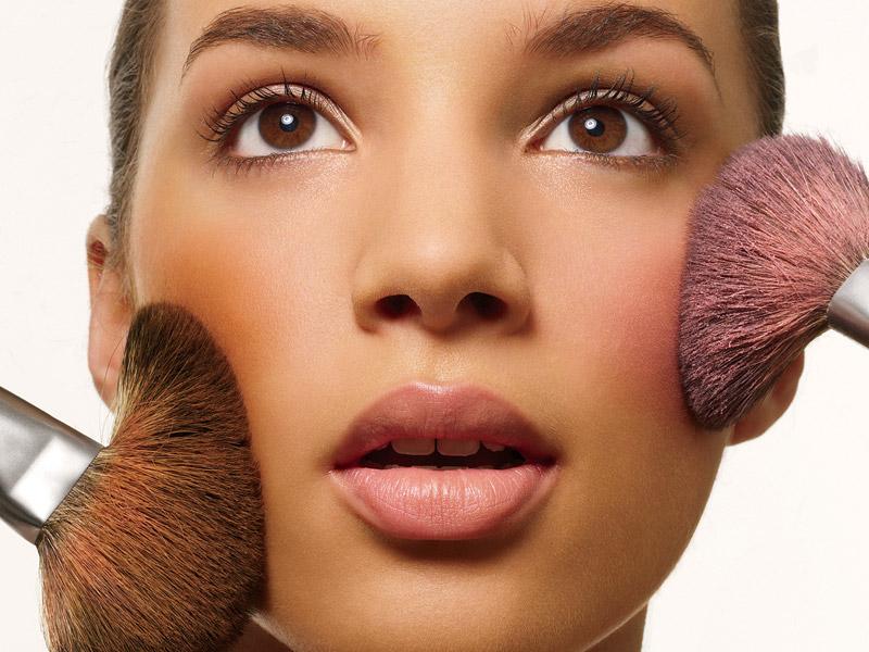 5 важных предметов в косметичке, на которых нельзя экономить