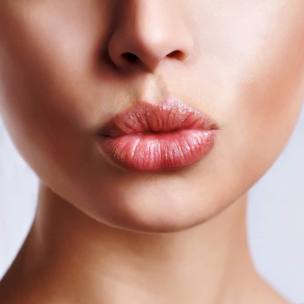 Как за одну ночь восстановить потрескавшуюся кожу губ