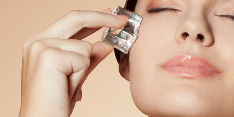 5 быстрых способов снять отёчность с лица утром