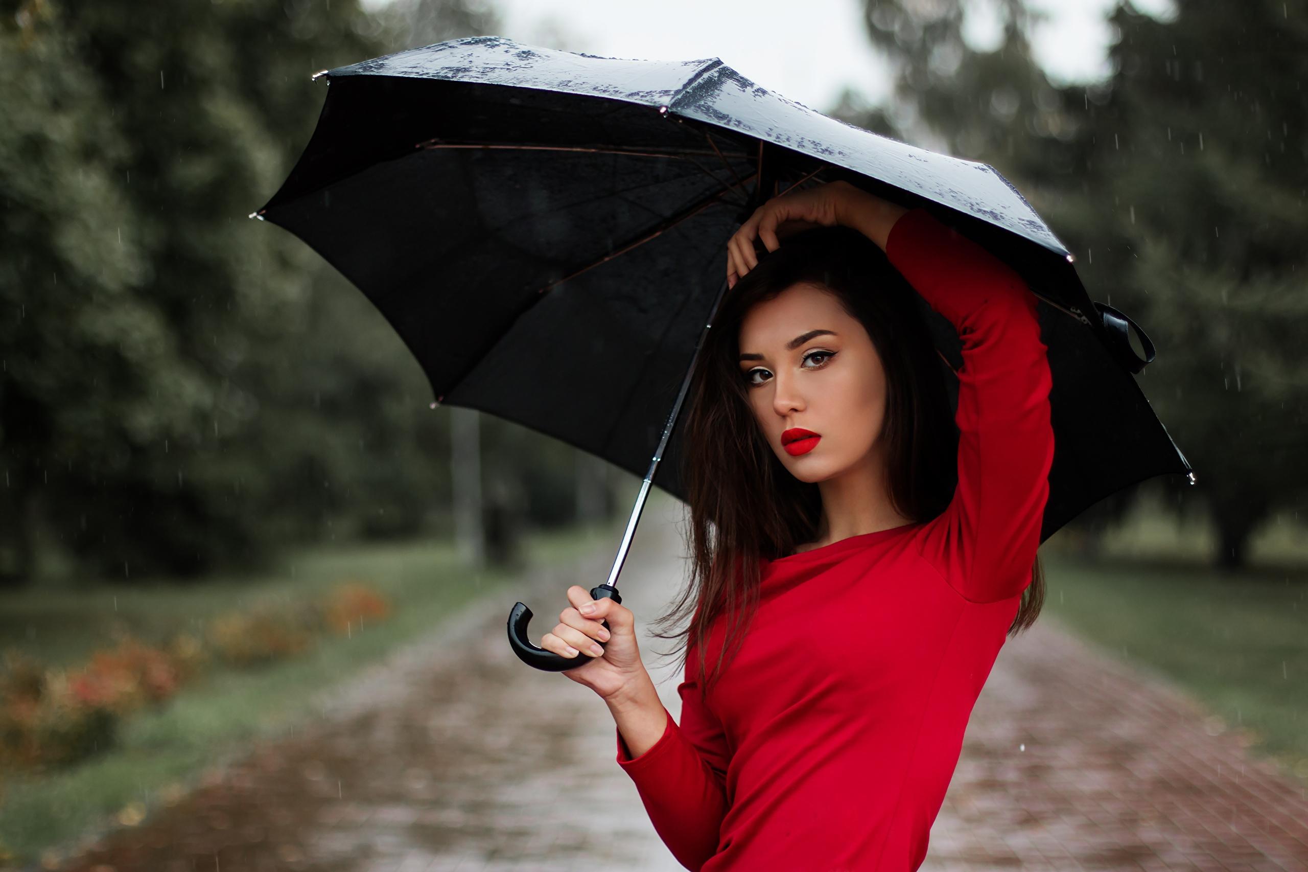 Выбираем зонт: как определиться с моделью и носить его элегантно