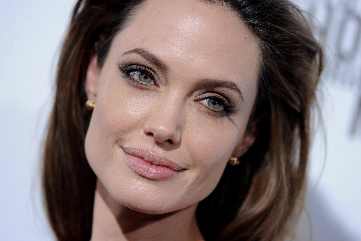 Как с помощью макияжа смягчить лицо прямоугольной формы
