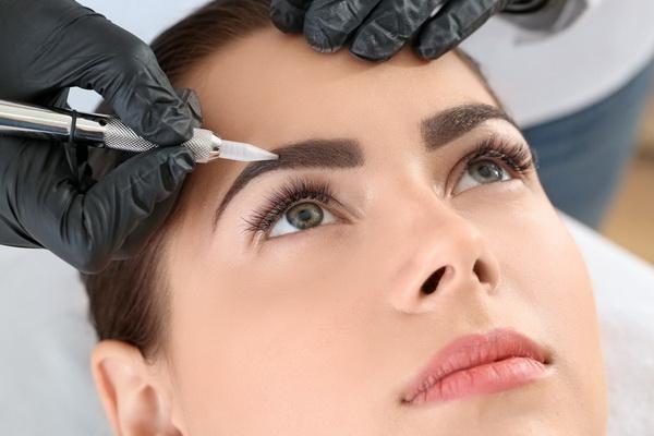 Дневной макияж для женщины за 40. Пошаговая инструкция