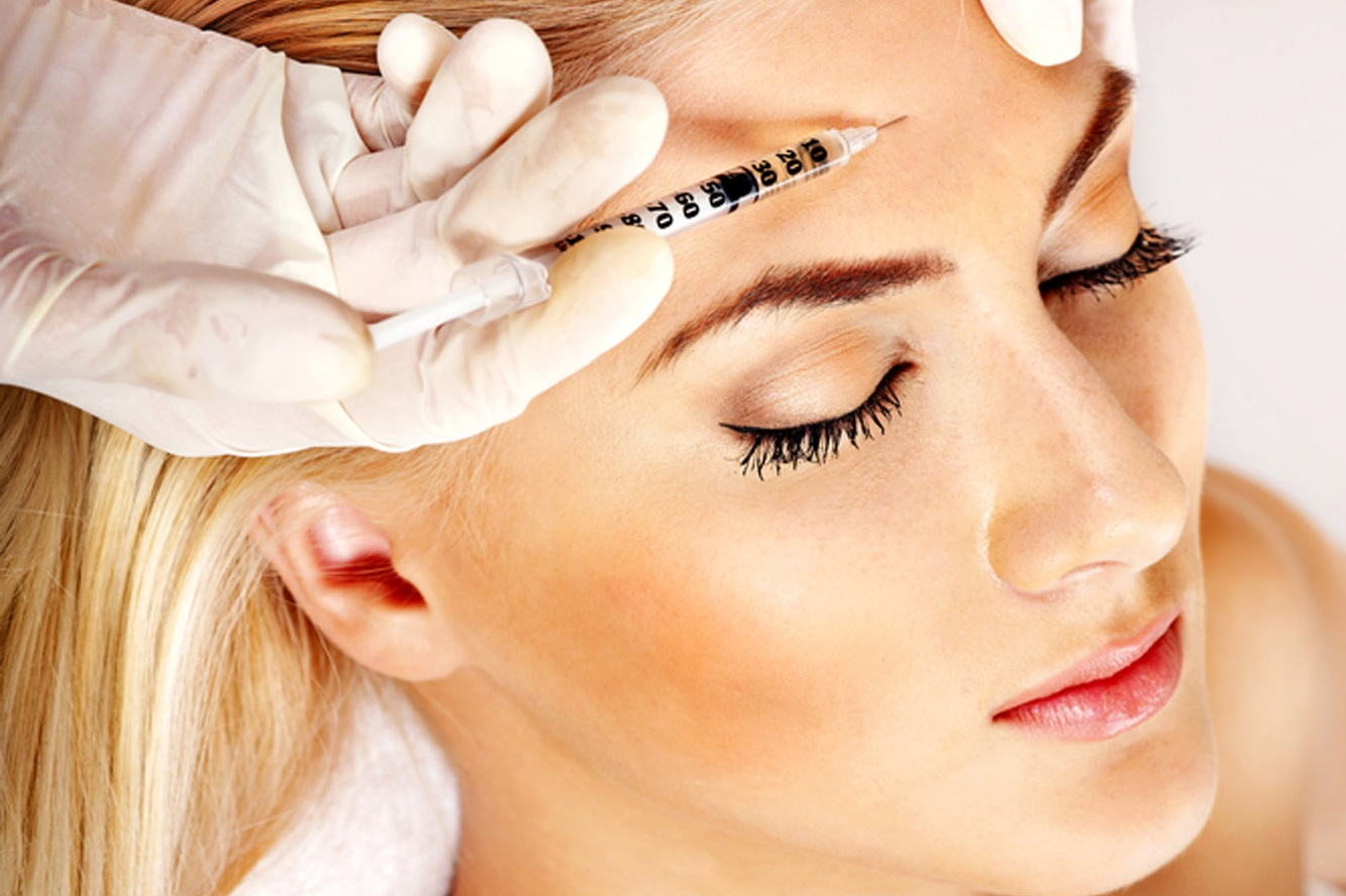 На какие косметические процедуры стоит сходить, чтобы кожа сияла в Новогоднюю ночь