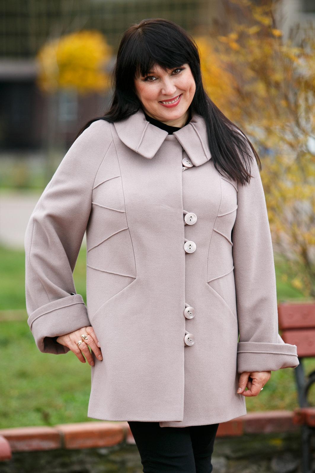Какую зимнюю одежду выбрать полным женщинам, чтобы выглядеть стройнее