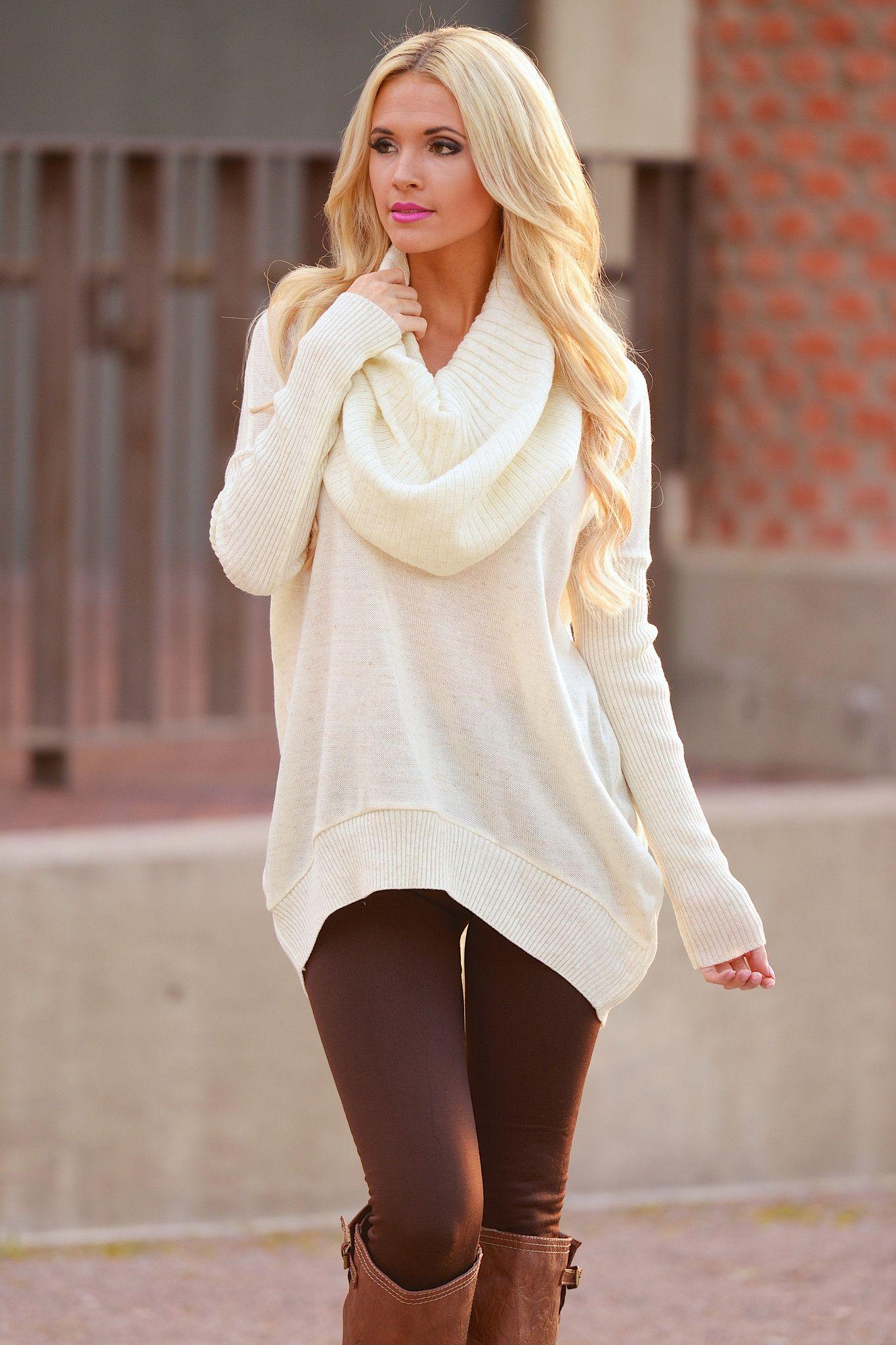 С чем носить платье-свитер этой зимой и не выглядеть пошло