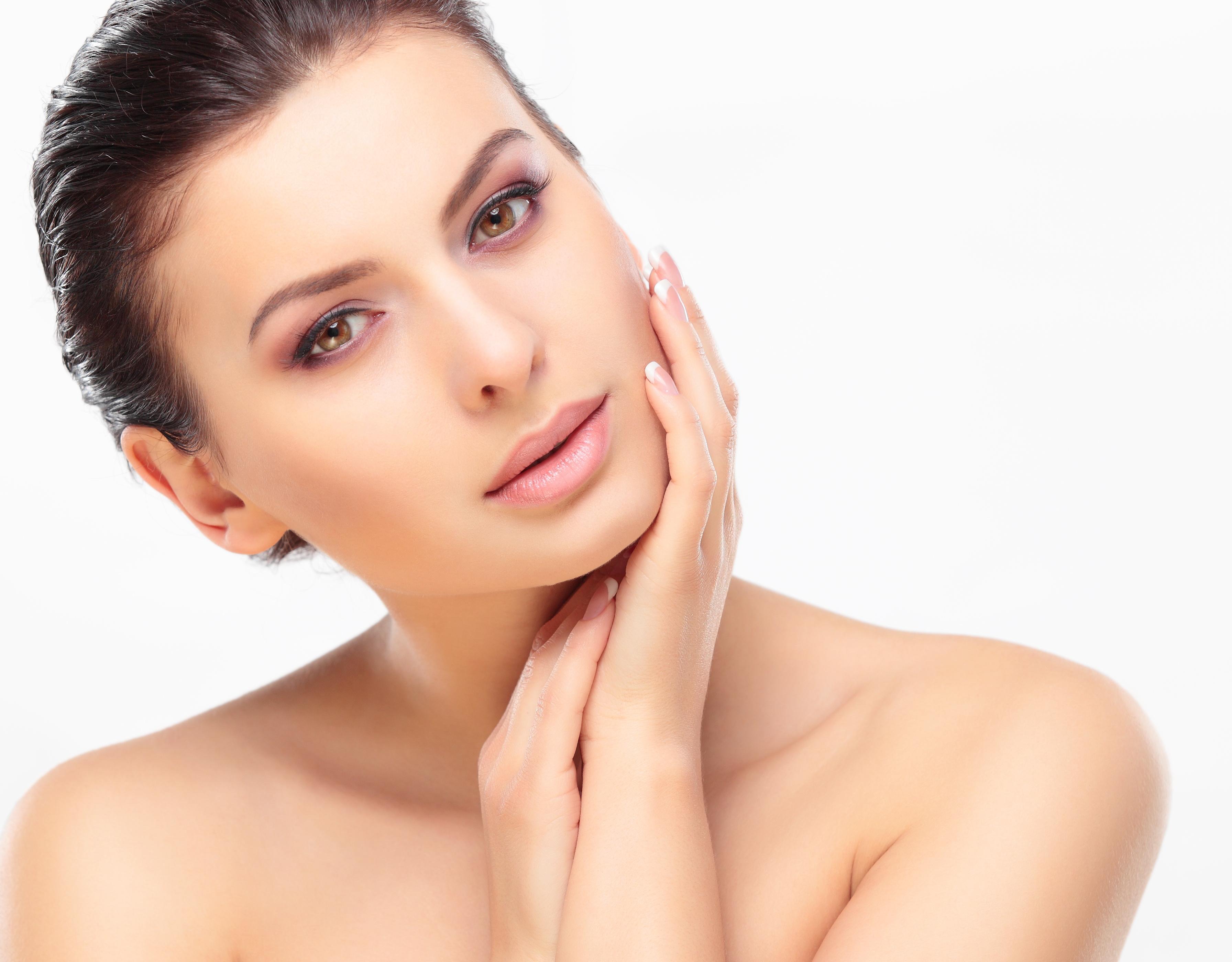 Почему важно умывать лицо правильно и как это делать