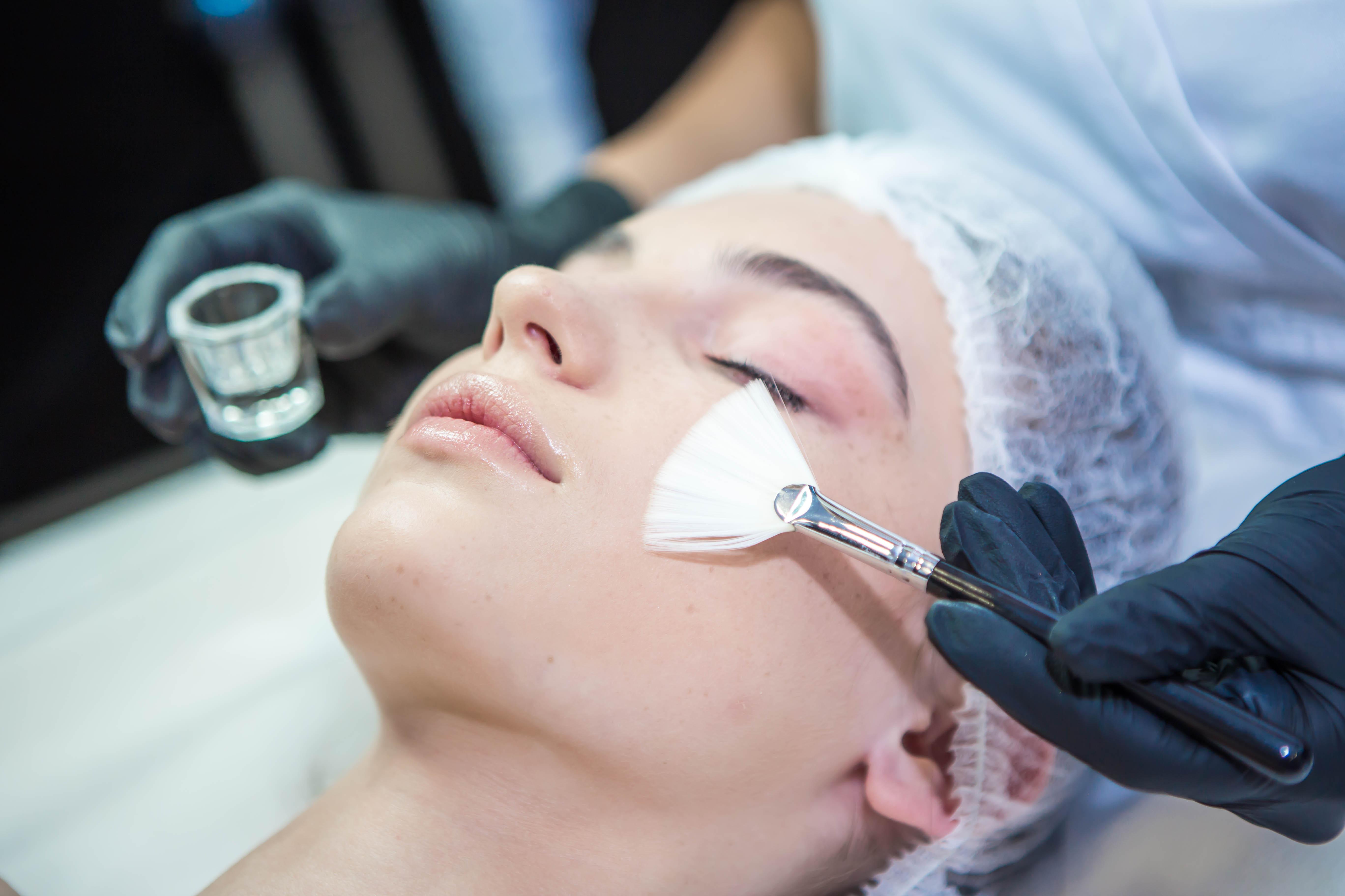 Как правильно отшелушивать кожу, чтобы не пересушить её