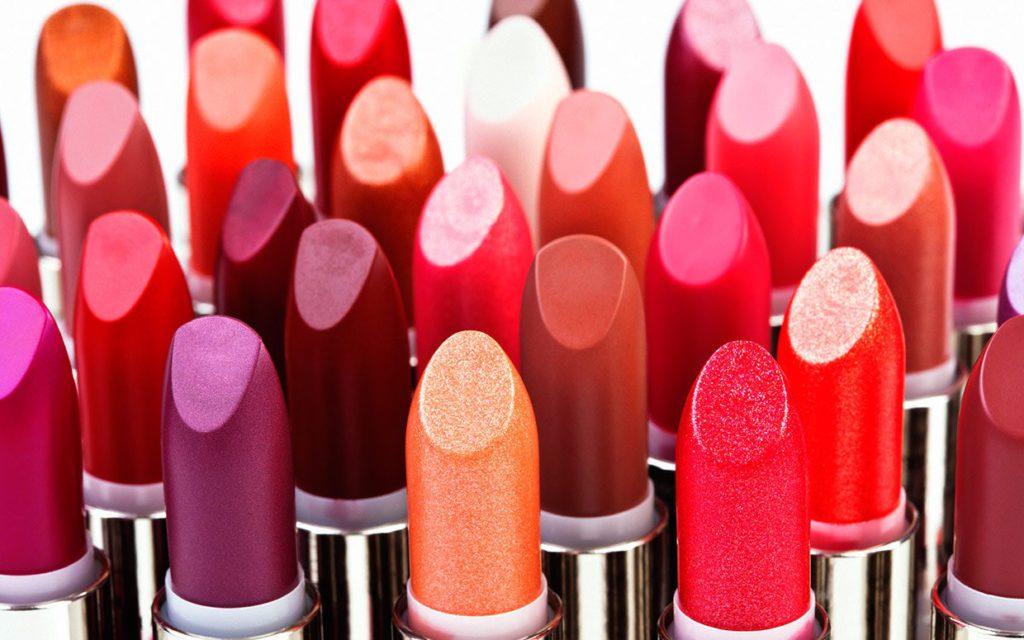 Почему большинство женщин красит губы неправильно. Основные ошибки