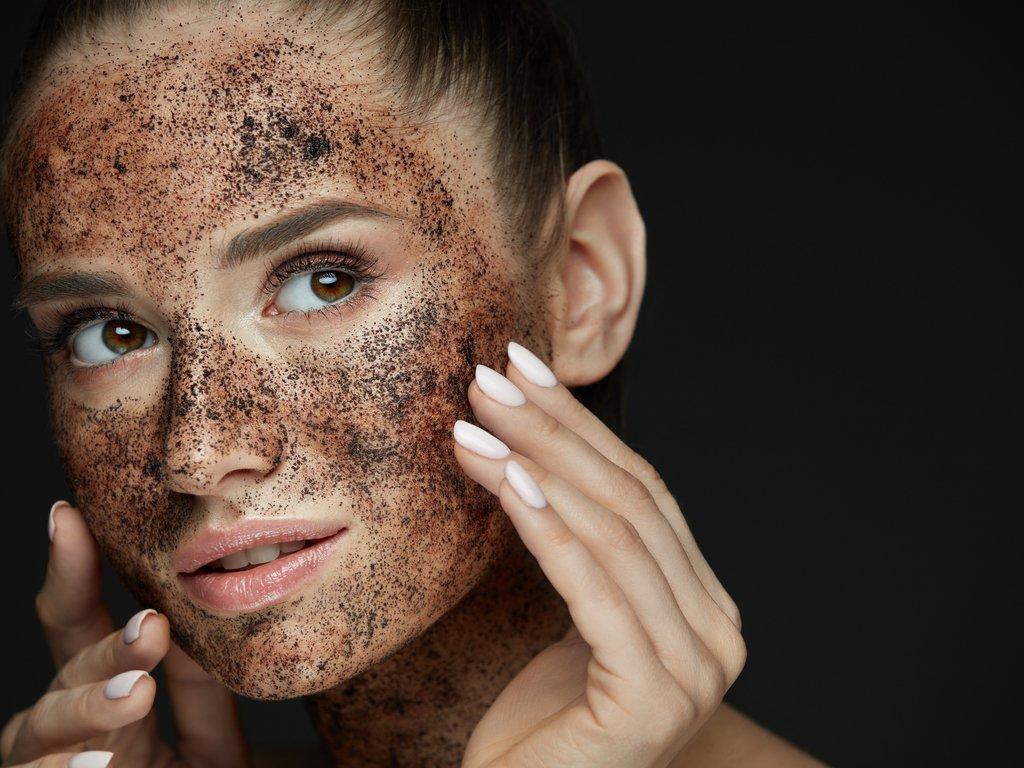 Почему нельзя отшелушивать кожу лица скрабами и на что заменить