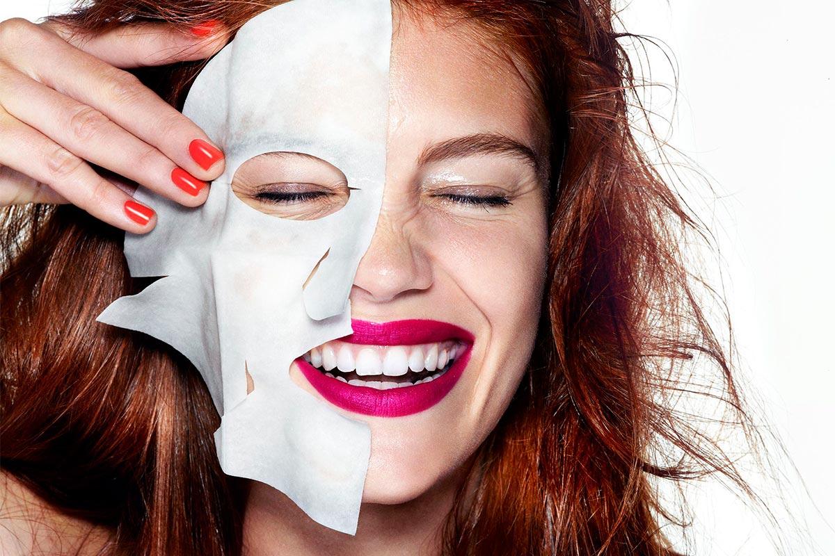 Почему женщинам после 40 стоит регулярно пользоваться тканевыми масками и патчами