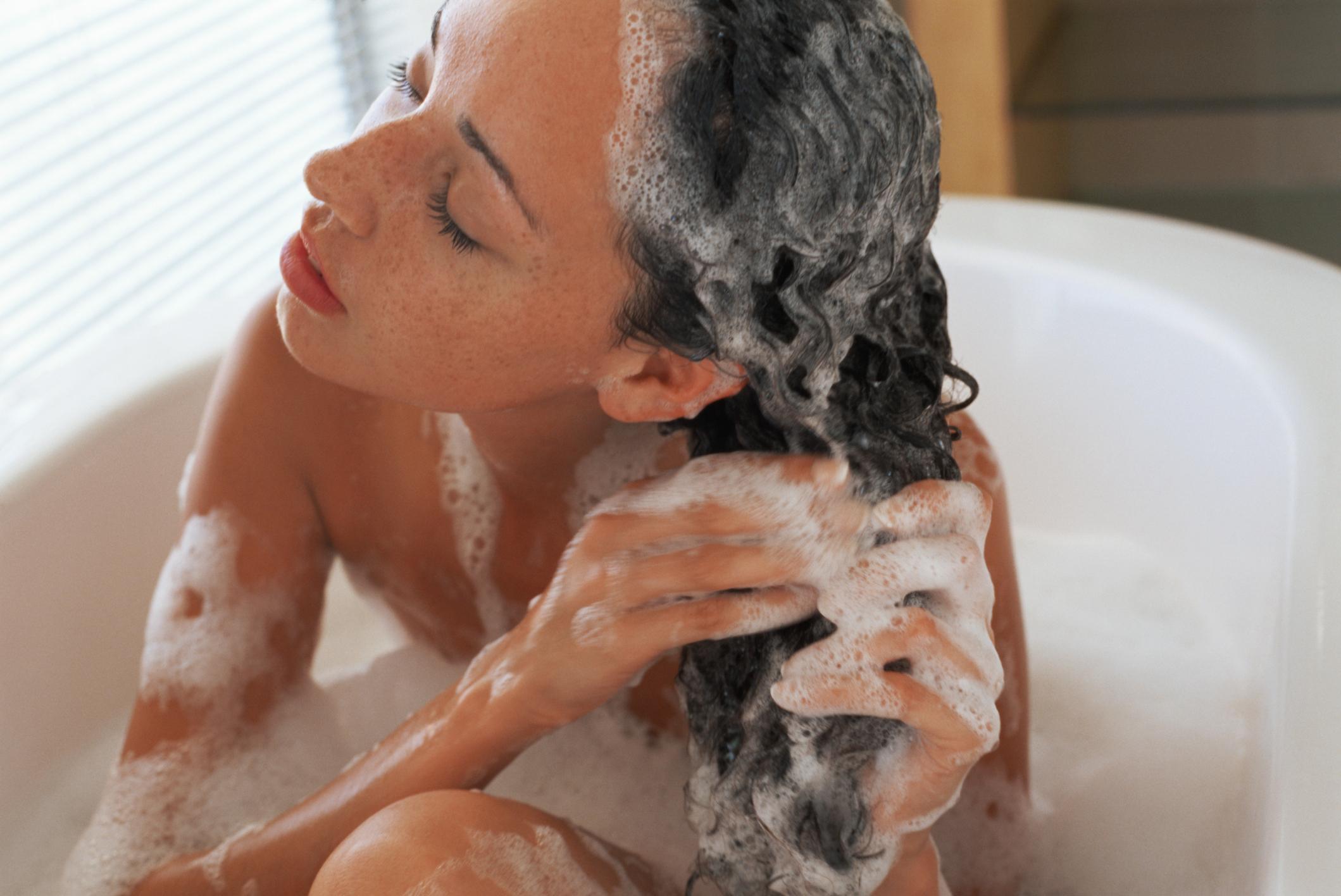 Почему большинство женщин моет волосы неправильно