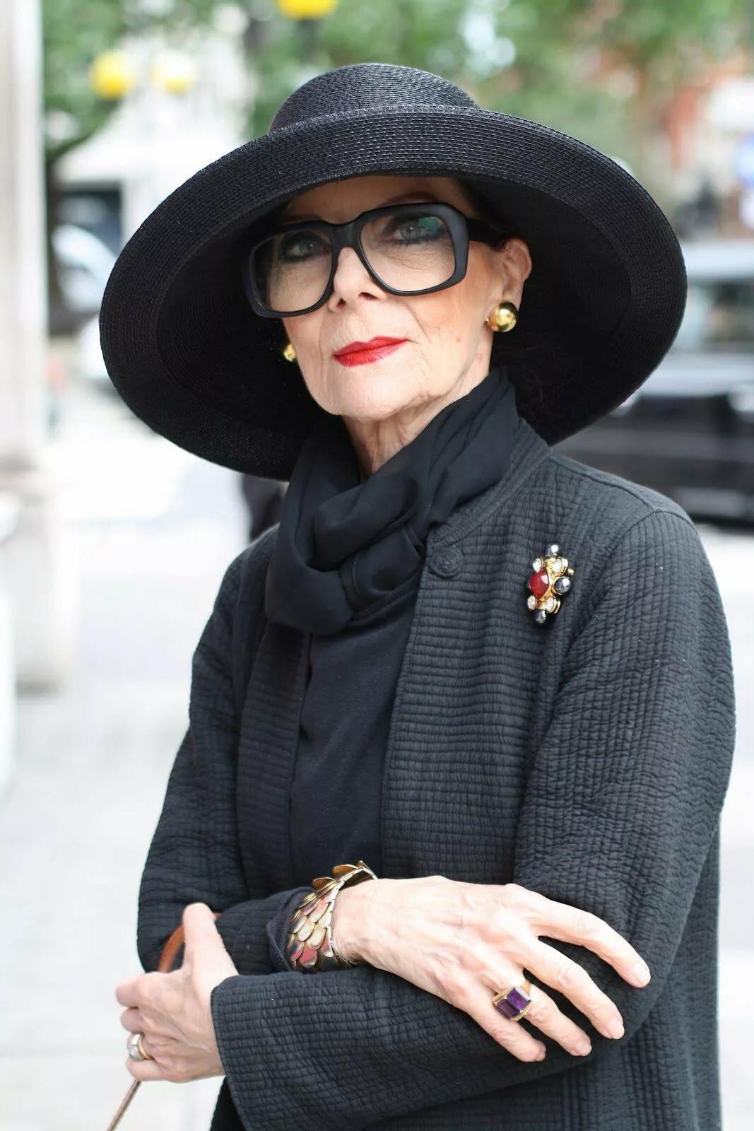 Какие предметы одежды выставляют женщин за 40 лет в невыгодном свете