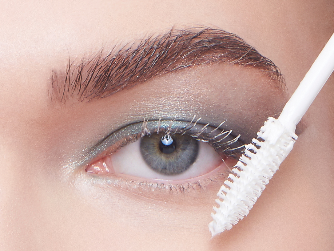 5 необычных уловок от визажистов для идеально аккуратного макияжа глаз