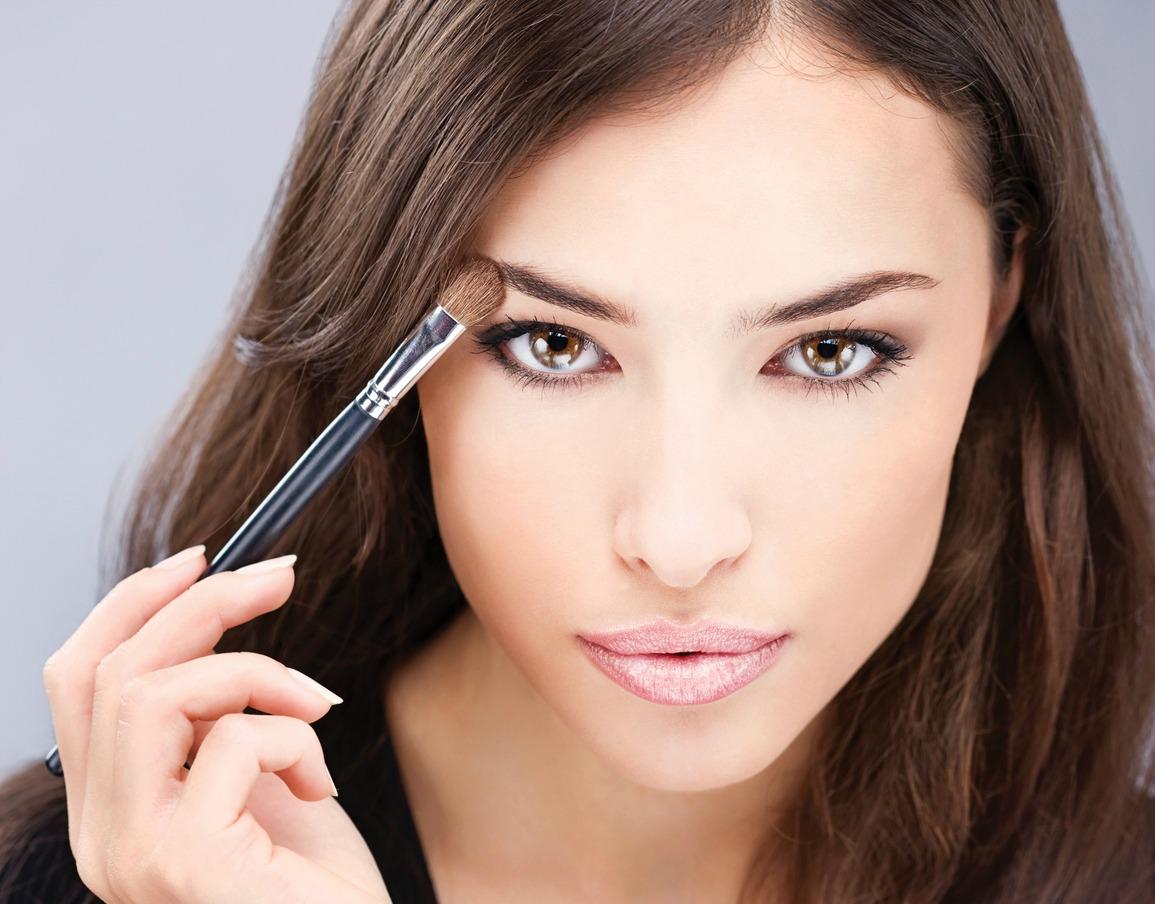 Актуально как никогда. 3 примера макияжа с акцентом на глаза и как его наносить