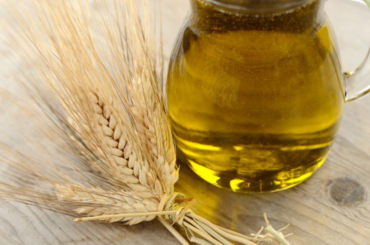 Какие масла помогут отрастить густые и длинные ресницы