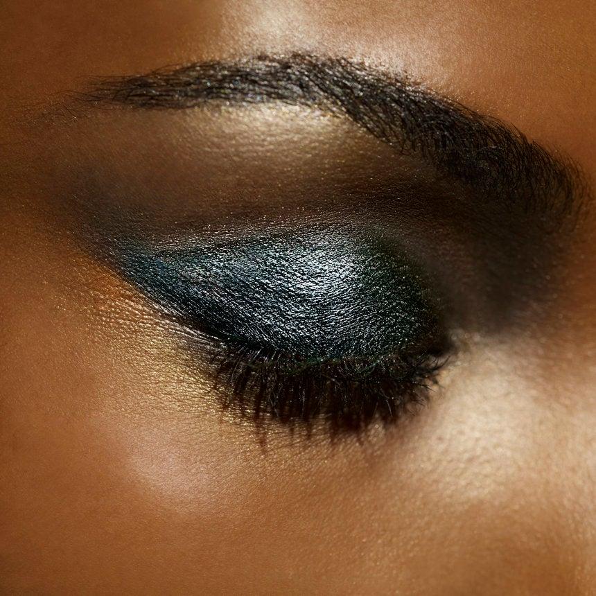 Почему некоторые тени смотрятся грязно и некрасиво на глазах и что с этим делать