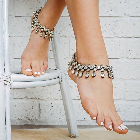 Как носить браслеты на ноге, чтобы не выглядеть нелепо