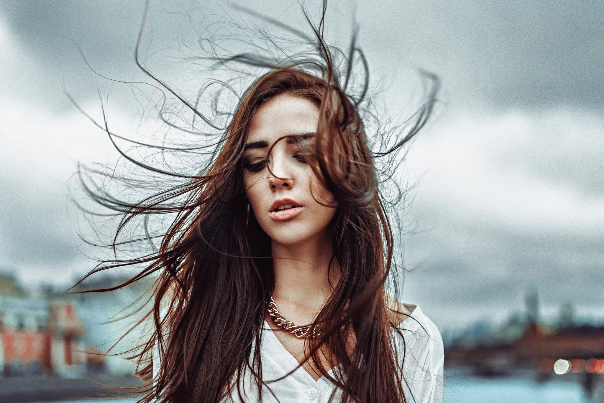 Как быстро высушить волосы, если под рукой не оказалось фена