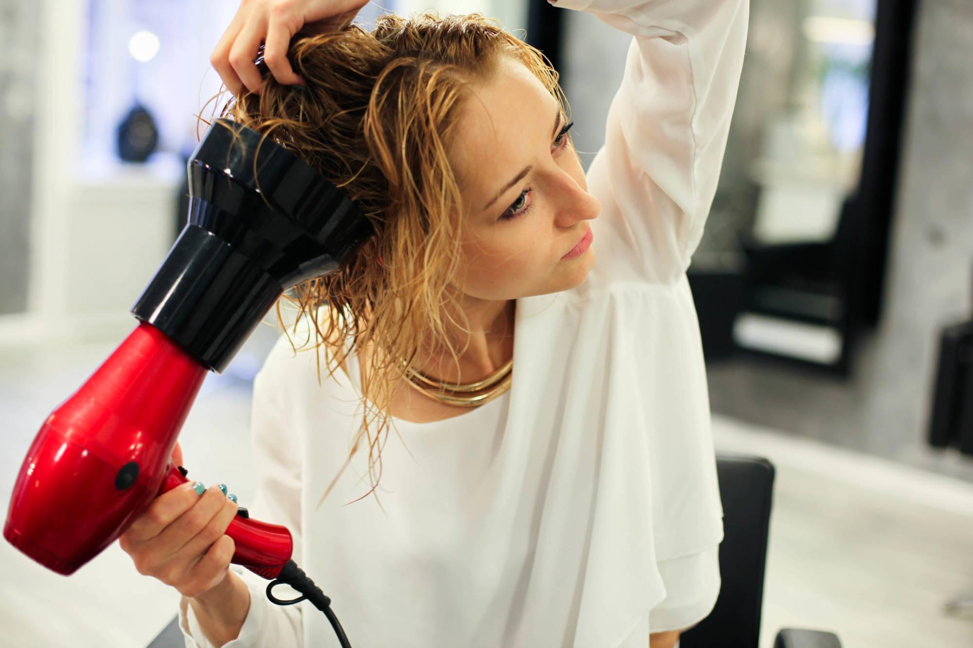 Идеально для коротких волос. Как пользоваться феном-щёткой самостоятельно