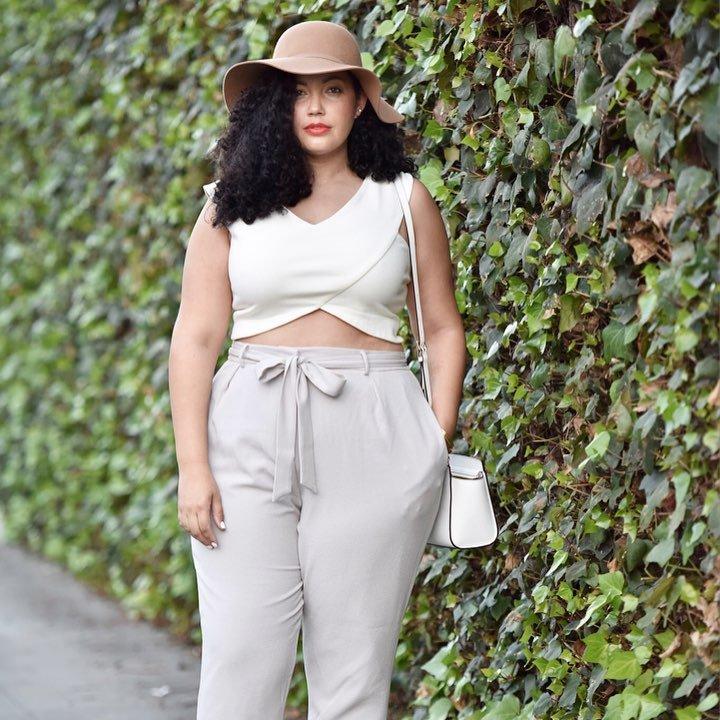 Как правильно подобрать брюки женщине невысокого роста и размера плюс