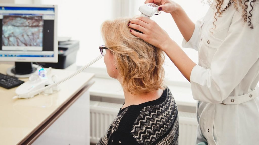 О чём нам расскажет видеодиагностика кожи головы и почему её стоит пройти каждой женщине