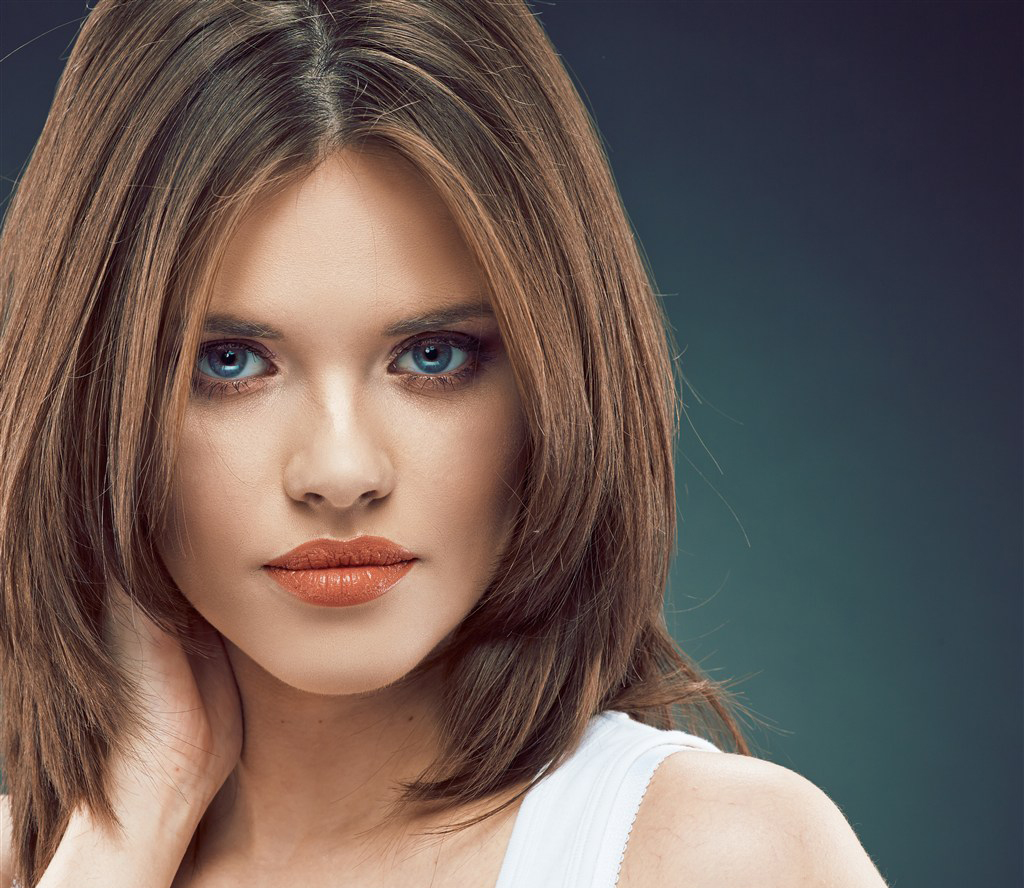 7 стильных причёсок, которые можно сделать на редкие и не длинные волосы
