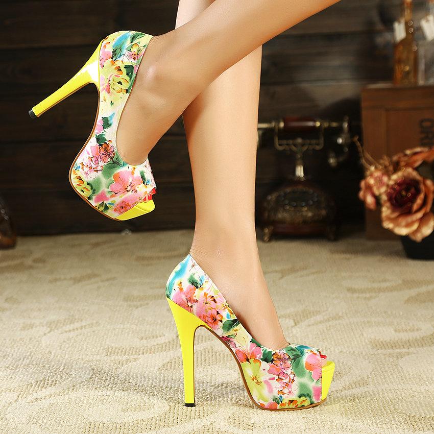 Какую летнюю обувь стоит купить по распродажам на следующий год