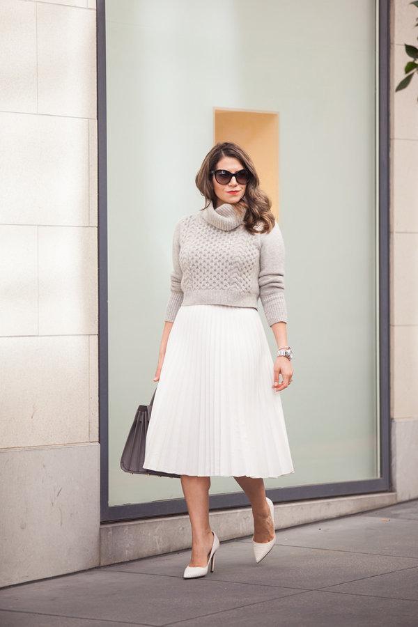 Как носить свитер с юбкой и не выглядеть старомодной. 7 стильных примеров