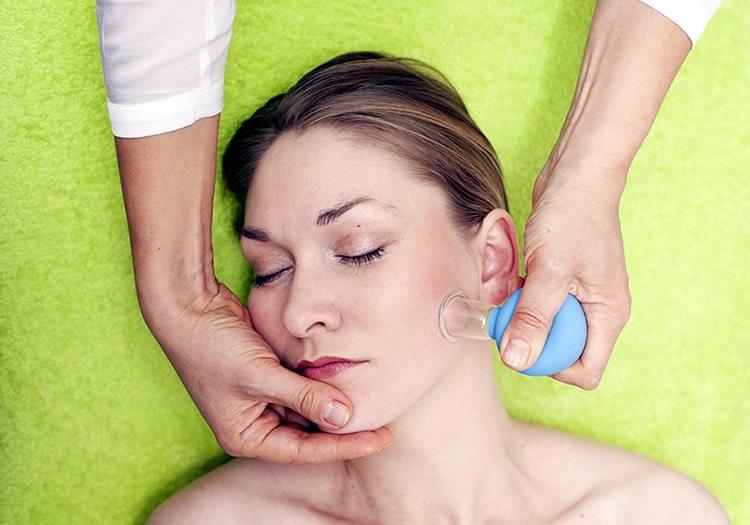 Баночный массаж. Как их использовать для максимального преображения