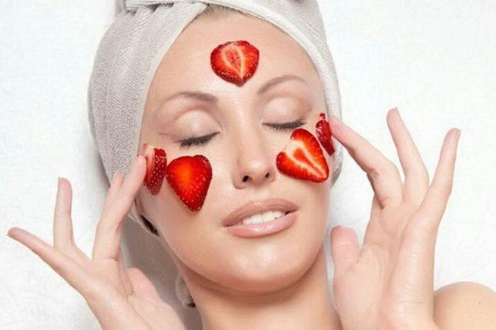 5 полезных масок для лица из сезонных ягод и фруктов