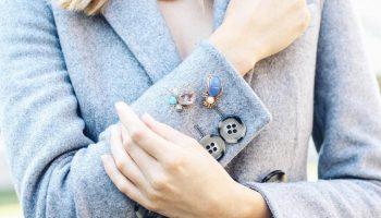 5 оригинальных способов носить брошь этой осенью