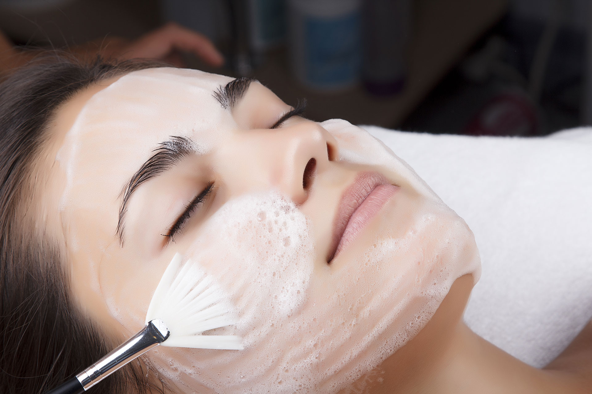 Что важно знать о домашнем пилинге лица, чтобы не испортить кожу