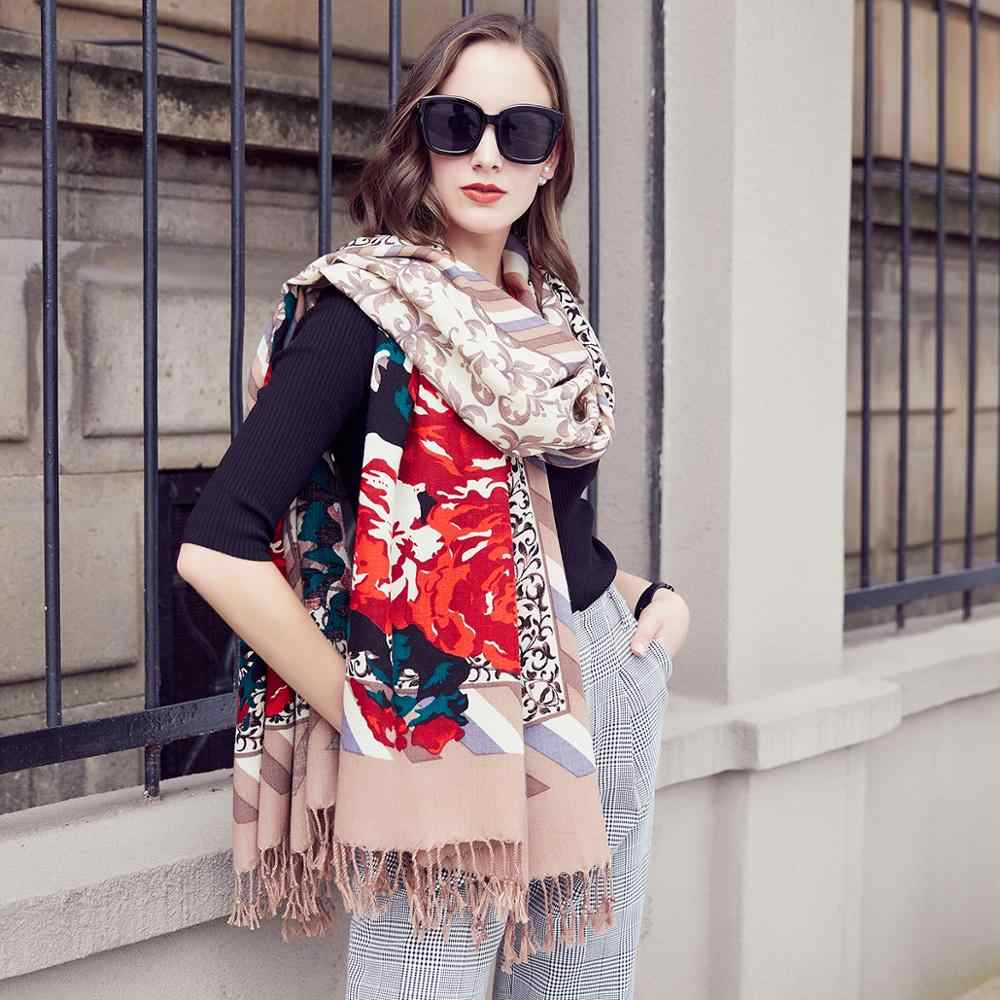 4 шарфа, которые будут в моде наступающей зимой