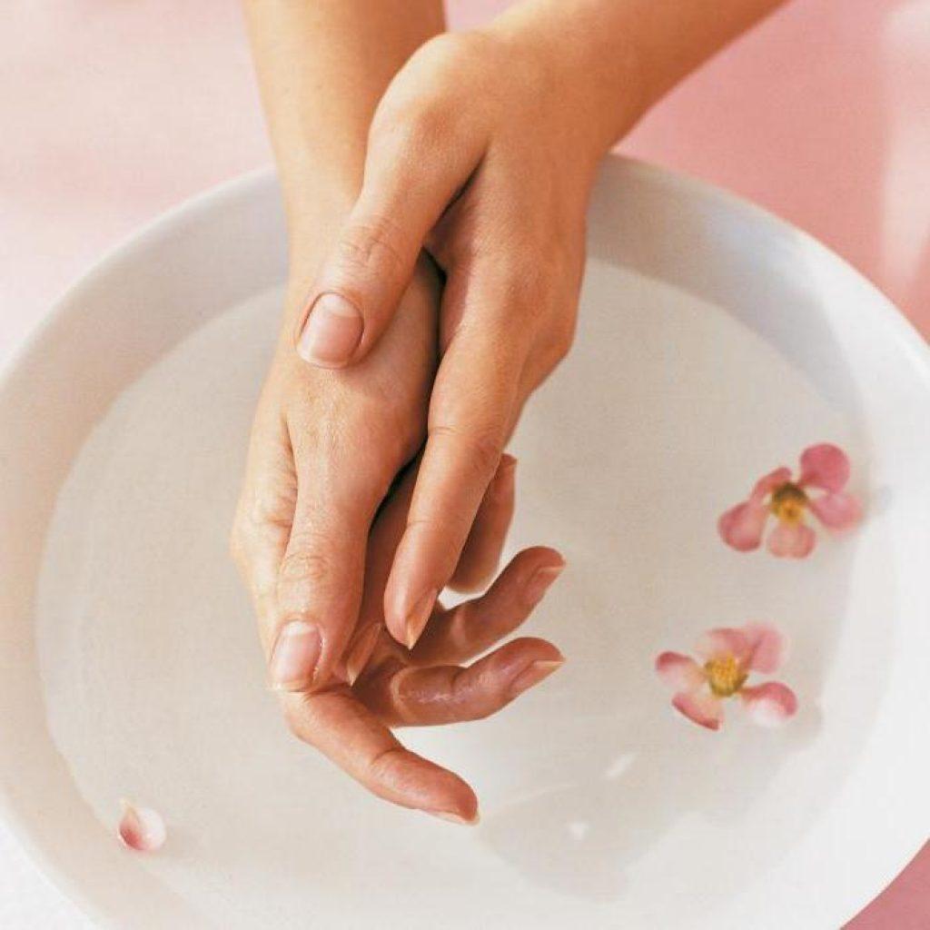 3 полезные ванночки для укрепления ногтей