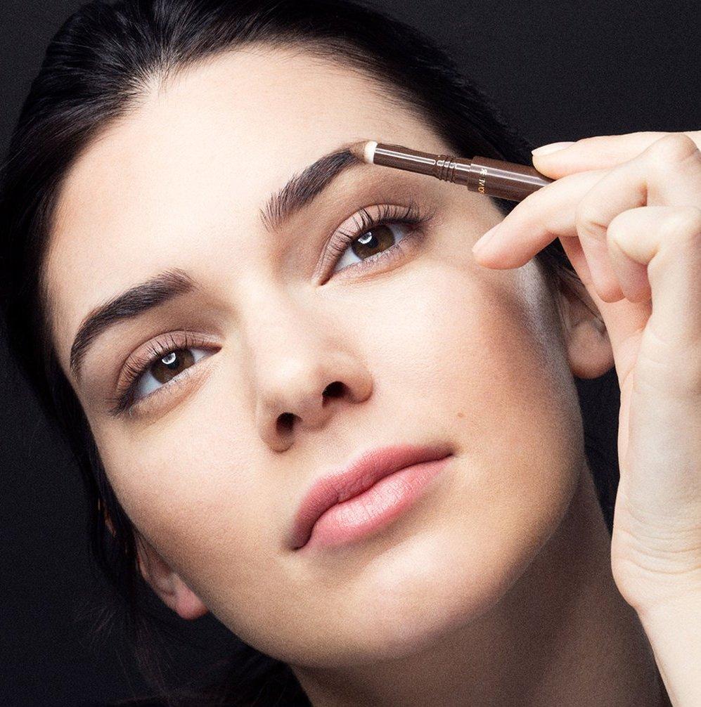 4 главные ошибки, которые многие допускают при макияже бровей