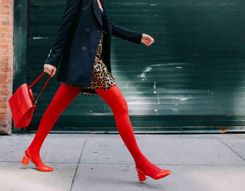 5 советов, как правильно носить цветные колготки, чтобы не выглядеть смешно